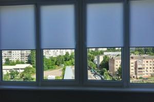 Льняные роллеты на окна для уютной обстановки в доме